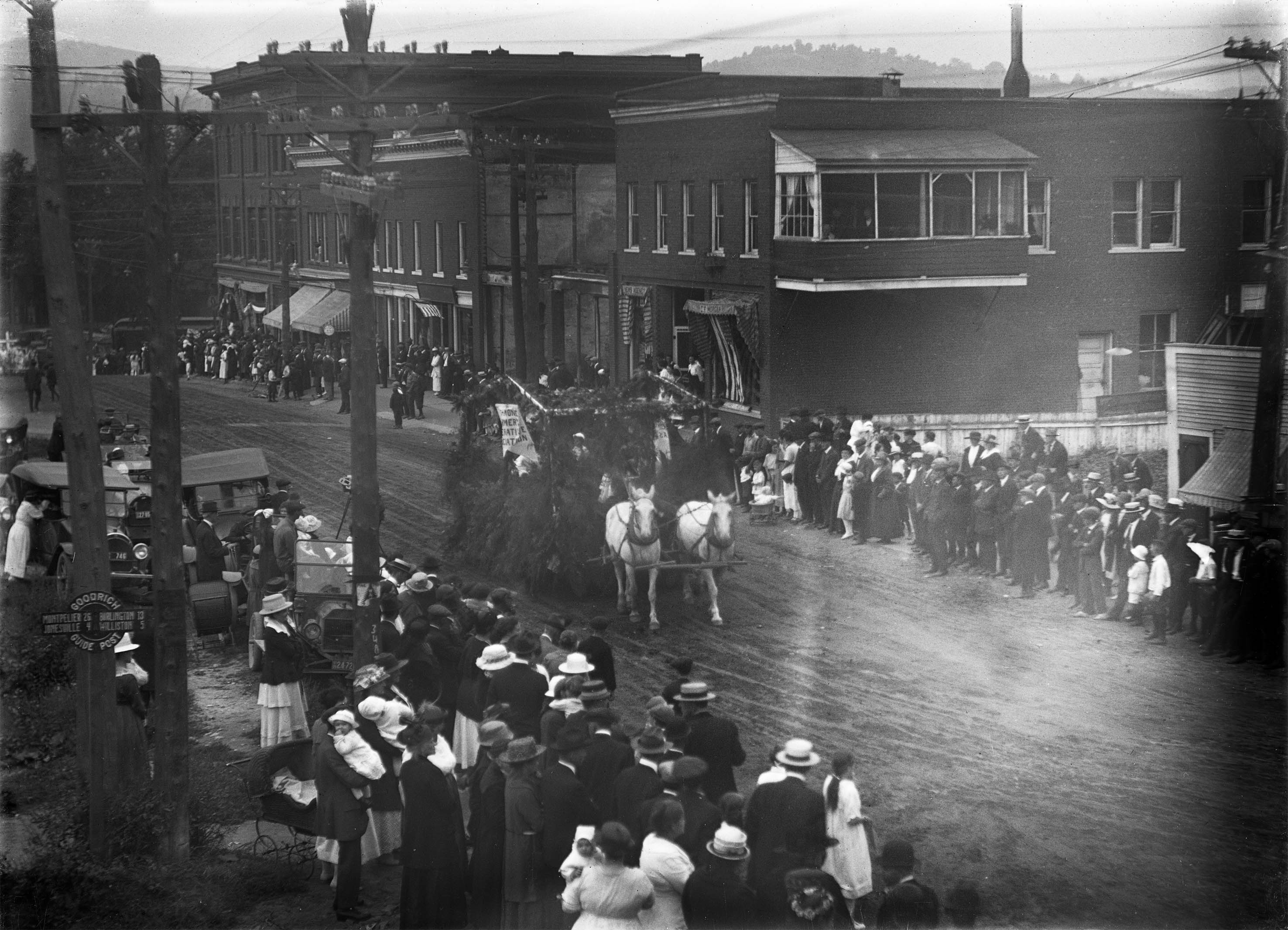 1920 parade_on_Bridge_Street